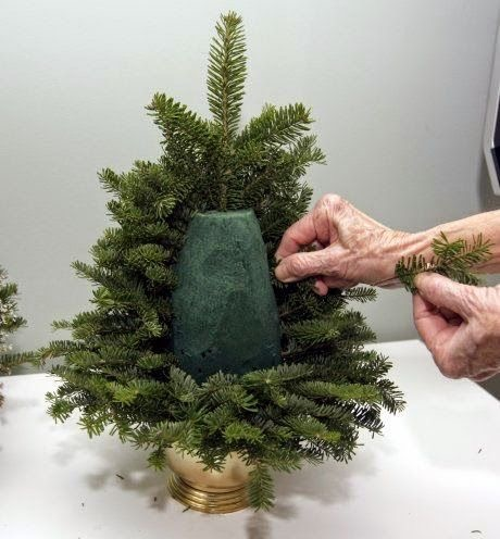 juletre-laget-med-oasis-og-grener