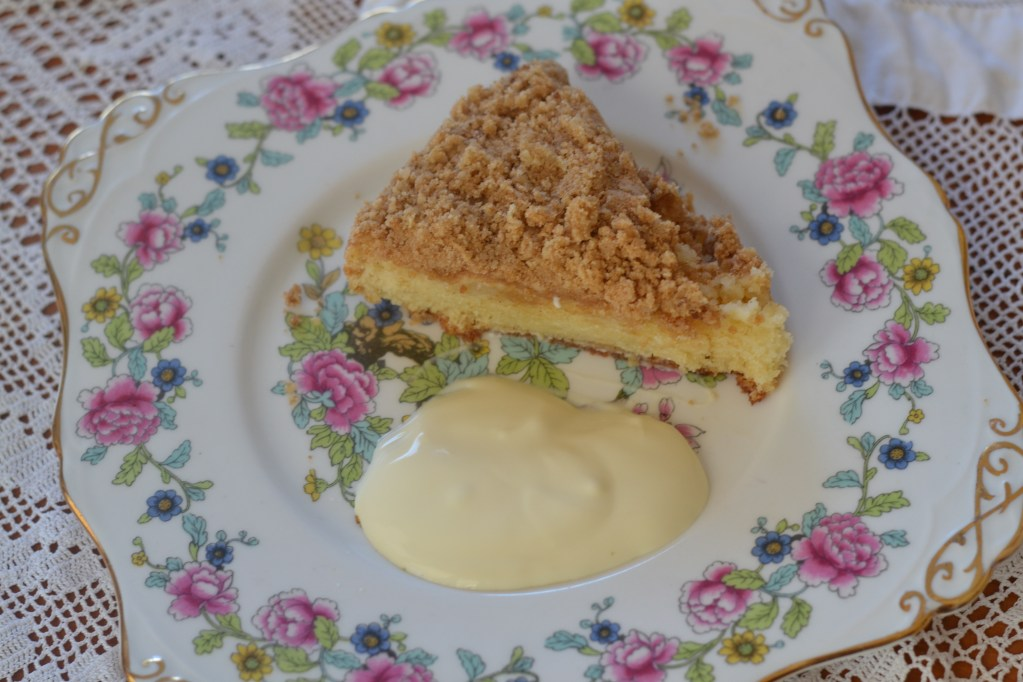 Lisa Bakes: Apple Streusel Cake