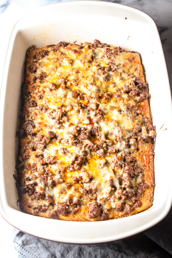 Easy Deep Dish Pizza Casserole is a quick and delicious alternative to pizza delivery, even on the busiest night of the week. | lisasdinnertimedish.com