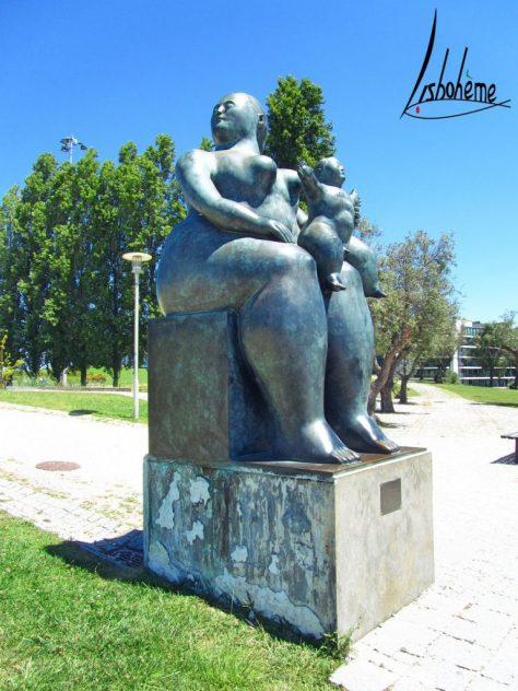 Botero Statue Maternité