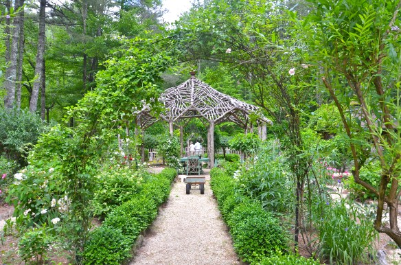 Arches are a reoccurring theme in this garden—love the path edging
