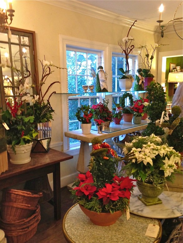 Beautiful decorations looking for a Christmas table