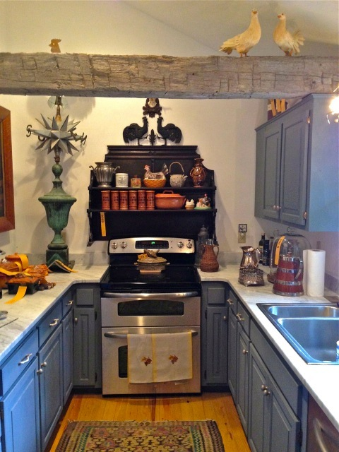 The kitchen is charming and full of even more collections ... and yellow tags everywhere
