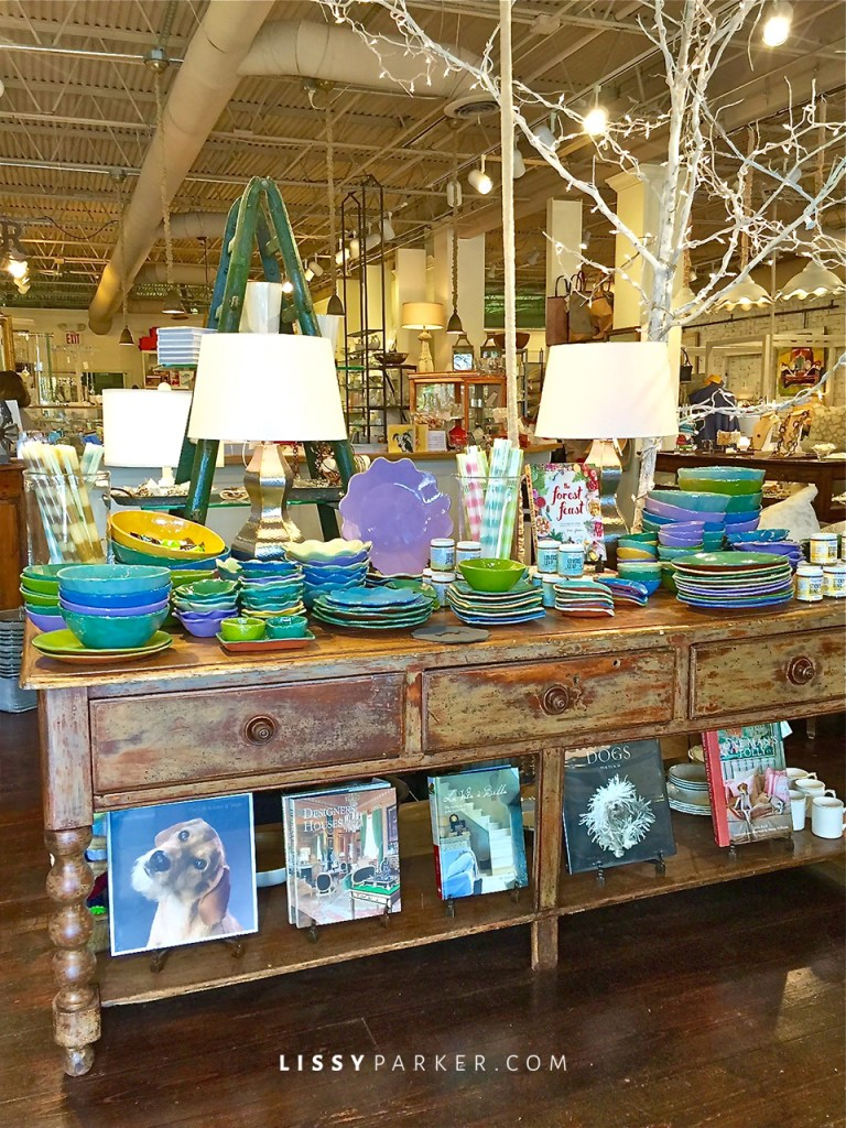 How about this colorful table for your Summer parties