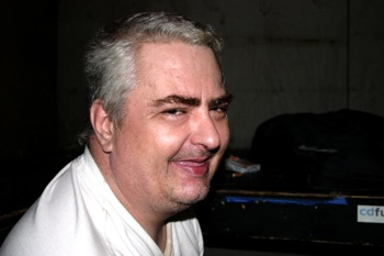 800Px-Daniel Johnston At Emos 1