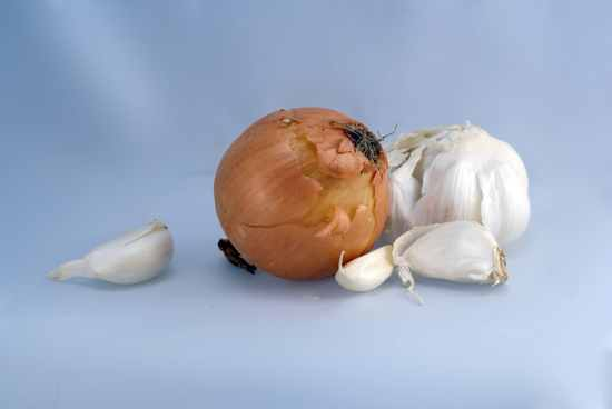 Natural-Cure-Home-Remedies-Natural-Remedies-Holistic-Remedies-Garlic-Onion