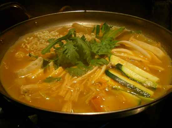 Korean.Food-Budaejjigae-01