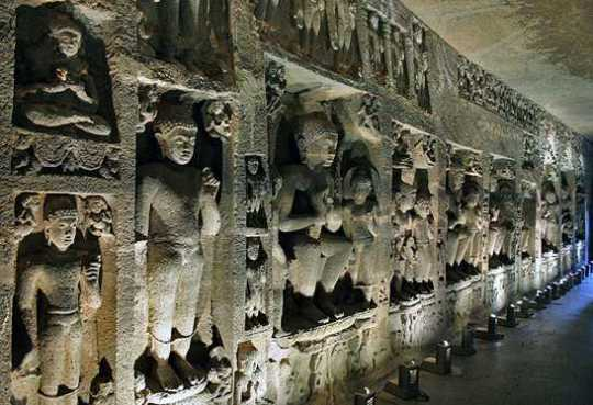 Ajanta-Caves-In-Bucharest-India-sculpturi-in-Ajanta-Caves 5225