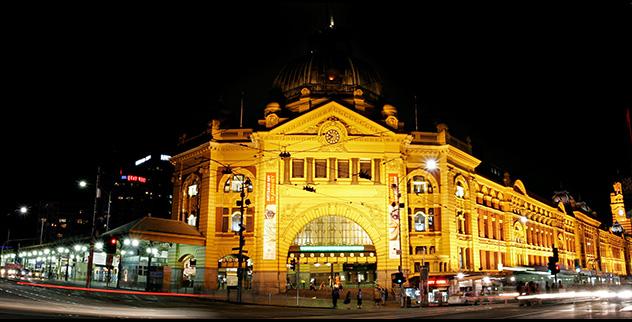 Flinders_st_station_at_night