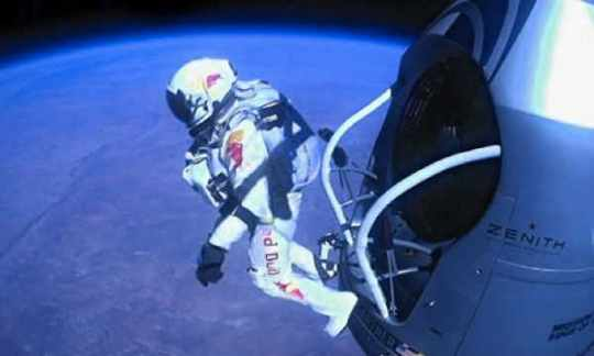Felix-Baumgartner-Skydive-010