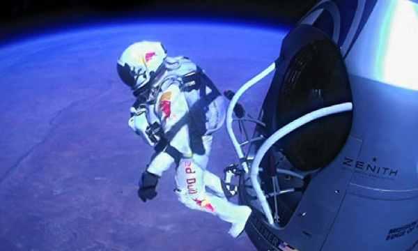 Felix-Baumgartner-Skydive-010