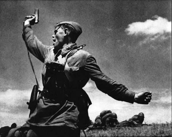 Kombat-Famous-Soviet-Photo-Wwii