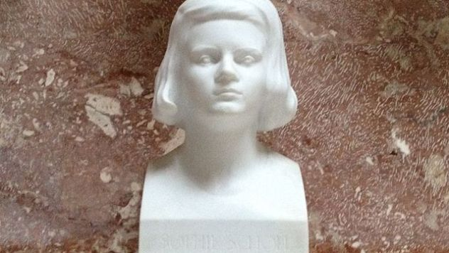 640px-Sophie_scholl_bust