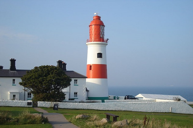 800px-Souter_Lighthouse, _Marsden, _Tyne_and_Wear_2