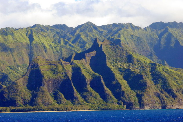 800px-NaPali_Coast_from_Pride_of_America