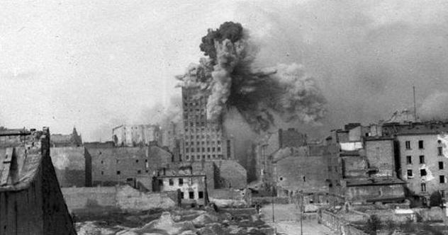 Warsaw_Uprising_-_Prudential_Hit_-_frame_2