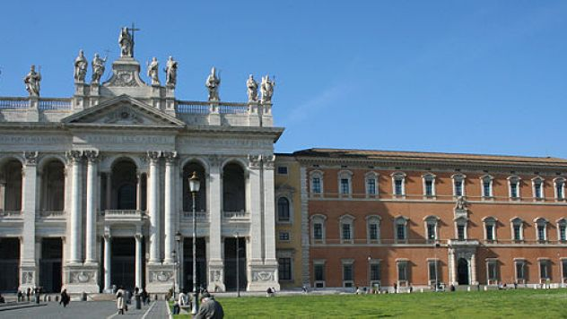 640px-St_John_Lateran_Basilica_and_Palace