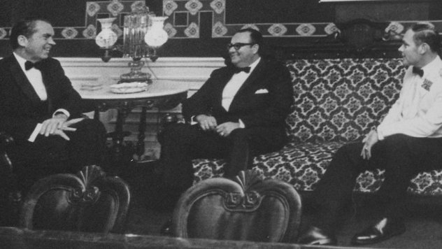Meeting_with_President_Anastasio_Somoza_Debayle_of_Nicaragua,_before_State_Dinner_-_NARA_-_194723-perspective-tilt-crop