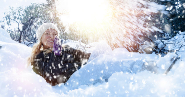 7b-feature-woman-in-snow-480560175