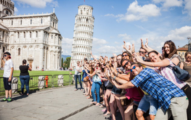 1-tourists_000068889139_Small