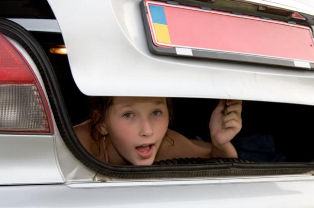 9b-girl-in-trunk_000007874040_Small