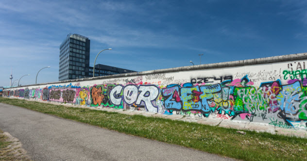 10-berlin-wall_000024508229_Small