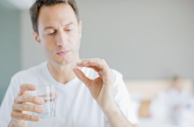 5-man-taking-pill_000024393574_Small