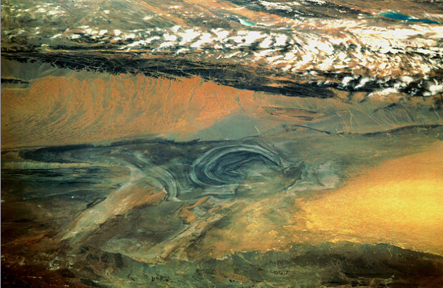640px-Basin_of_Lop_Nur_90.25E,_40.10N,_Desert_of_Lop,_Kum_Tagh_and_Astin_Tagh