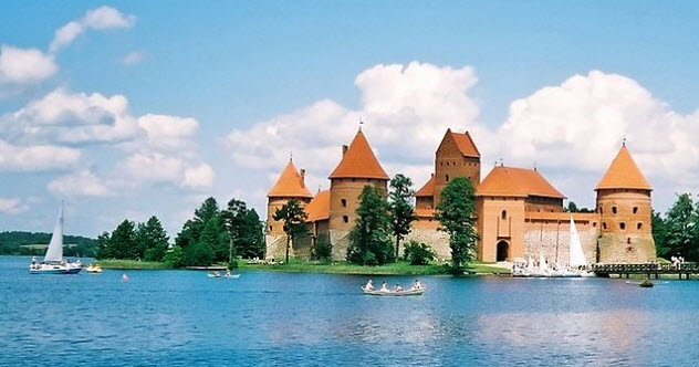 1-Island-castle-of-Trakai
