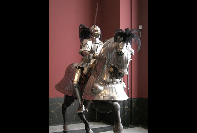 4-armored-knight-on-horseback