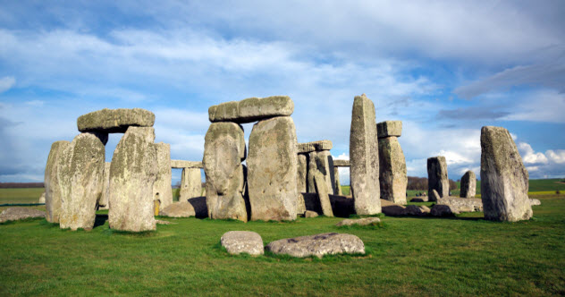 4-stonehenge_000020105273_Small