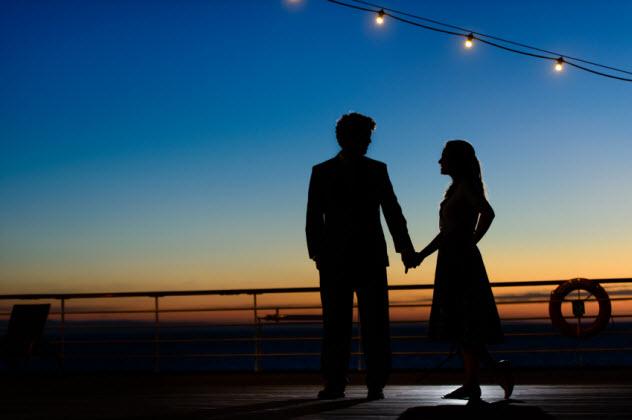 5-newlyweds-on-cruise_000033996668_Small