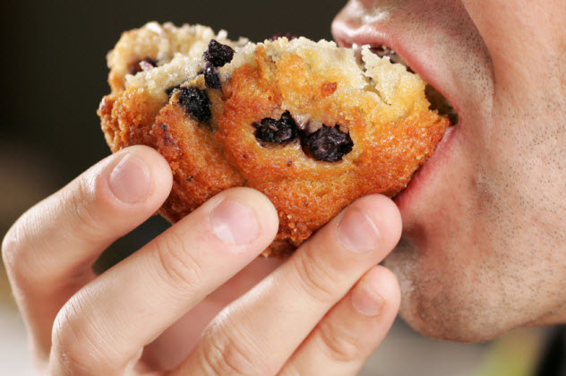 9-man-eating-muffin_000015158956_Small