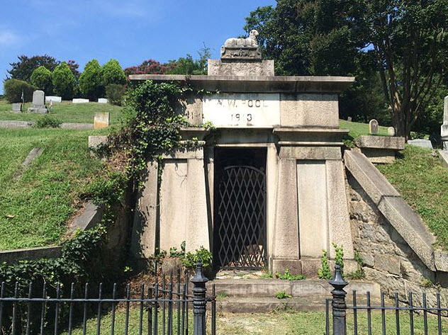 1-pool-hollywood-cemetery