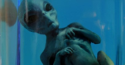 10-alien-corpse_3414890_SMALL