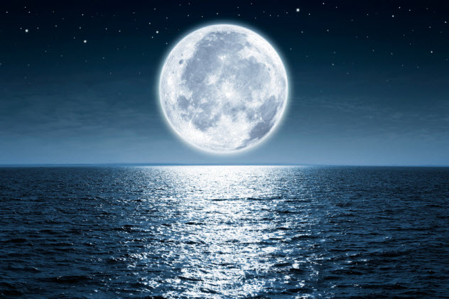 6-moon-reflection-over-water_82824995_SMALL