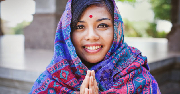 4a-bindi-nepalese-woman_75884149_SMALL