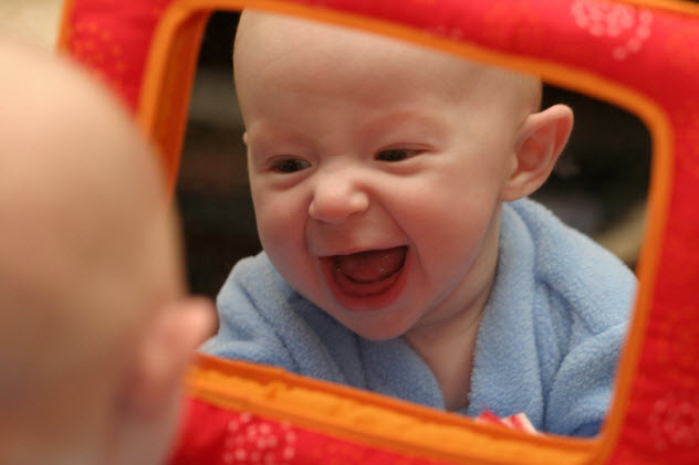 9-baby-boy-looking-in-mirror_391554_SMALL