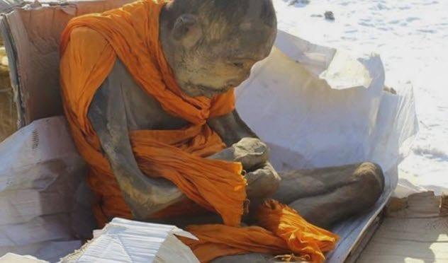 1-siberian-monk-mummy