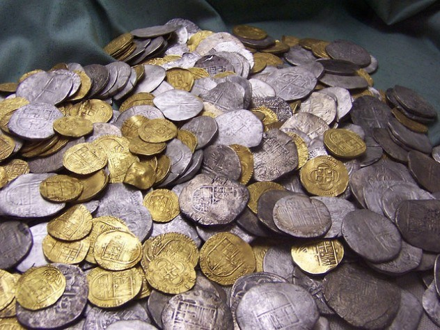 Gold-and-silver-coins-from-Flickr-Gerard_Belfast-e1375411950597