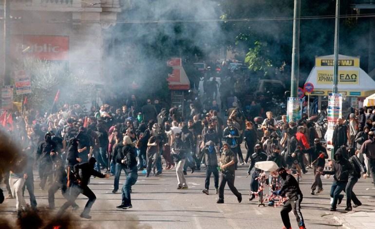 A UE aplica políticas de austeridade na França e na Grécia