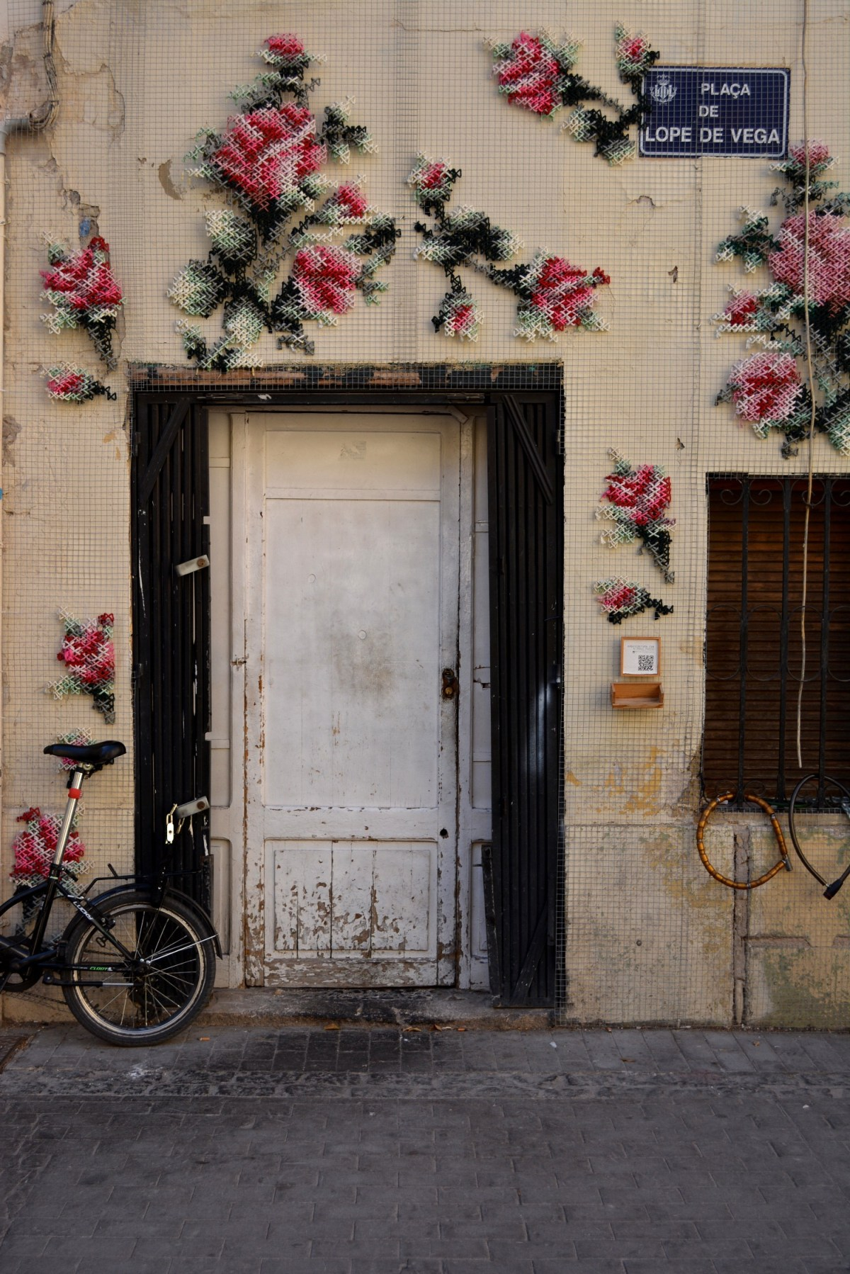 CoverMore_Lisa_Owen_Spain_Valencia_Old_Town_Doorway.JPG