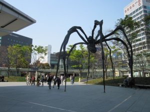 maman, by louise bougeois, by the mori building, in roppongi