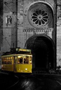 lisbon tram 28 se cathedral