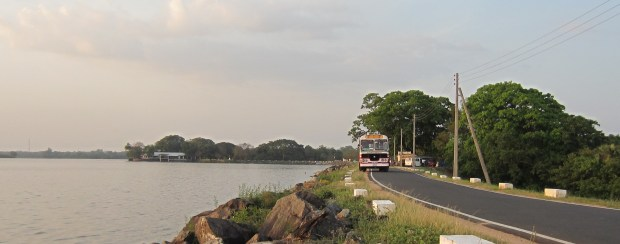 Travel by bus, the best way to discover Sri Lanka