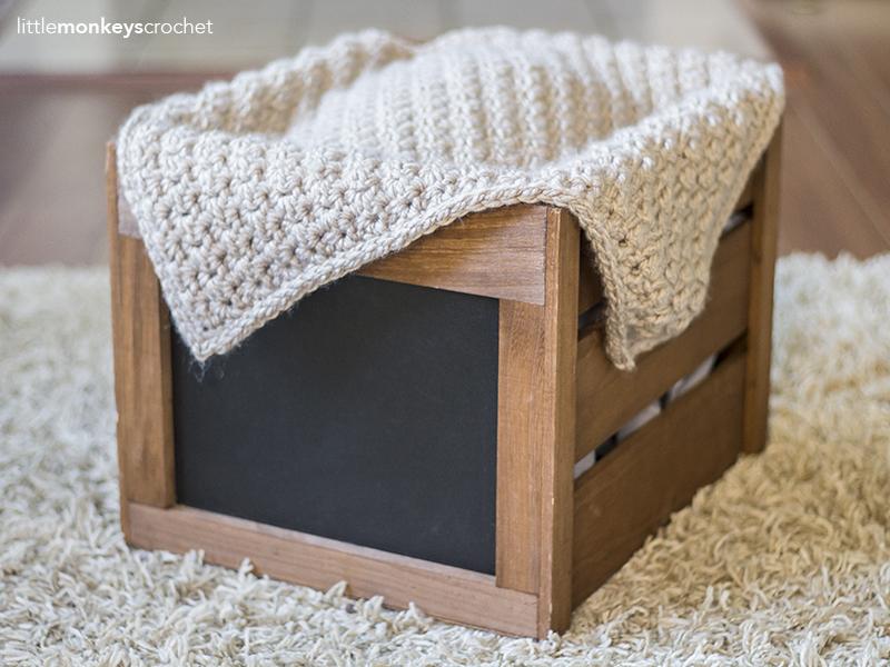Newborn Photography Prop Blanket Crochet Pattern   Free baby photo prop blanket crochet pattern by Little Monkeys Crochet