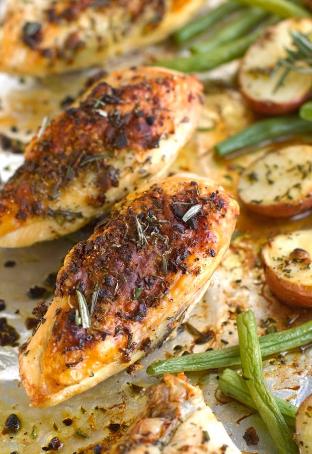 One-Sheet-Pan-Rosemary-Chicken-with-Potatoes-and-Green-Beans