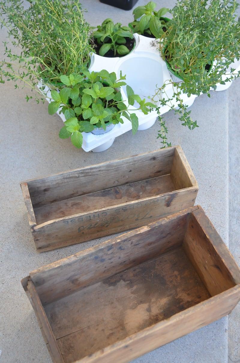 Charmful Vintage Boxes 1 Design An Herb Garden Diy Herb Garden Pallet Diy Herb Garden garden Building An Herb Garden