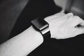 watch-916404_1280