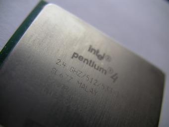 昔Pentium4というCPUがあってコンシューマ向けでは最強だったんじゃ